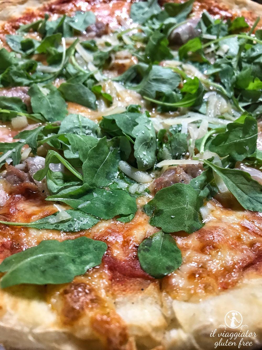 Ale's Pizza: dettaglio pizza senza glutine Apuania